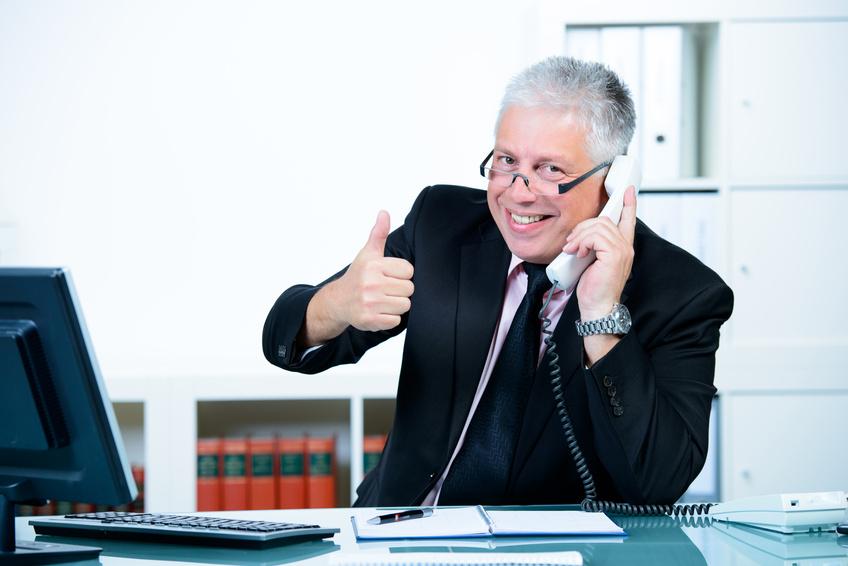 erfolgreicher verkäufer am telefon