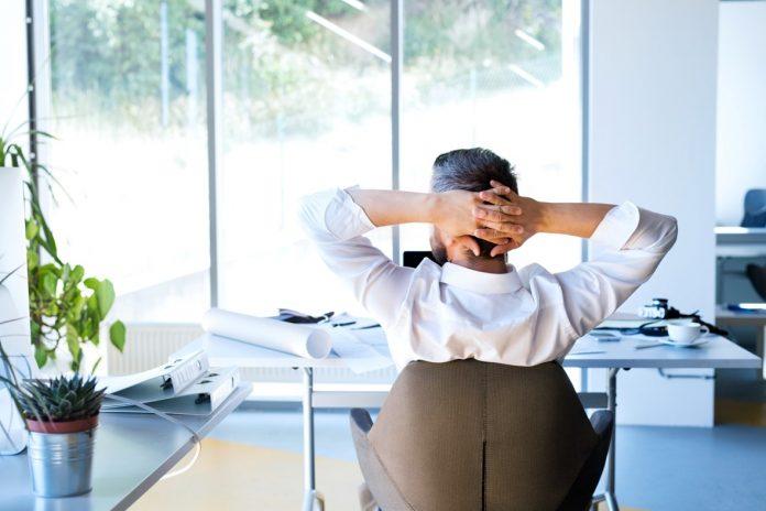 ergonomie am arbeitsplatz r cken und nackenschmerzen. Black Bedroom Furniture Sets. Home Design Ideas