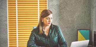 Dürfen Berater pdfs von Zeitungsartikeln auf die eigene Webseite stellen
