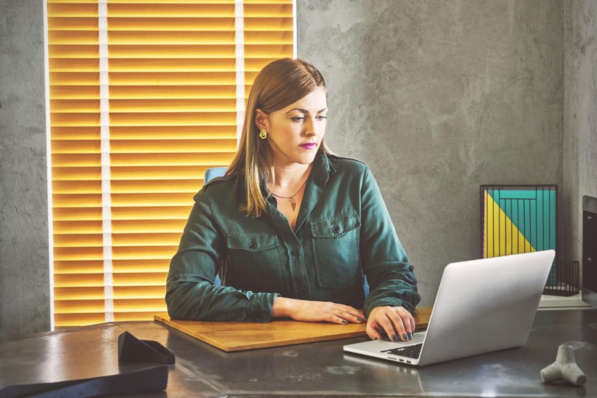 Dürfen Berater pdfs von Zeitungsartikeln auf die eigene Webseite stellen?